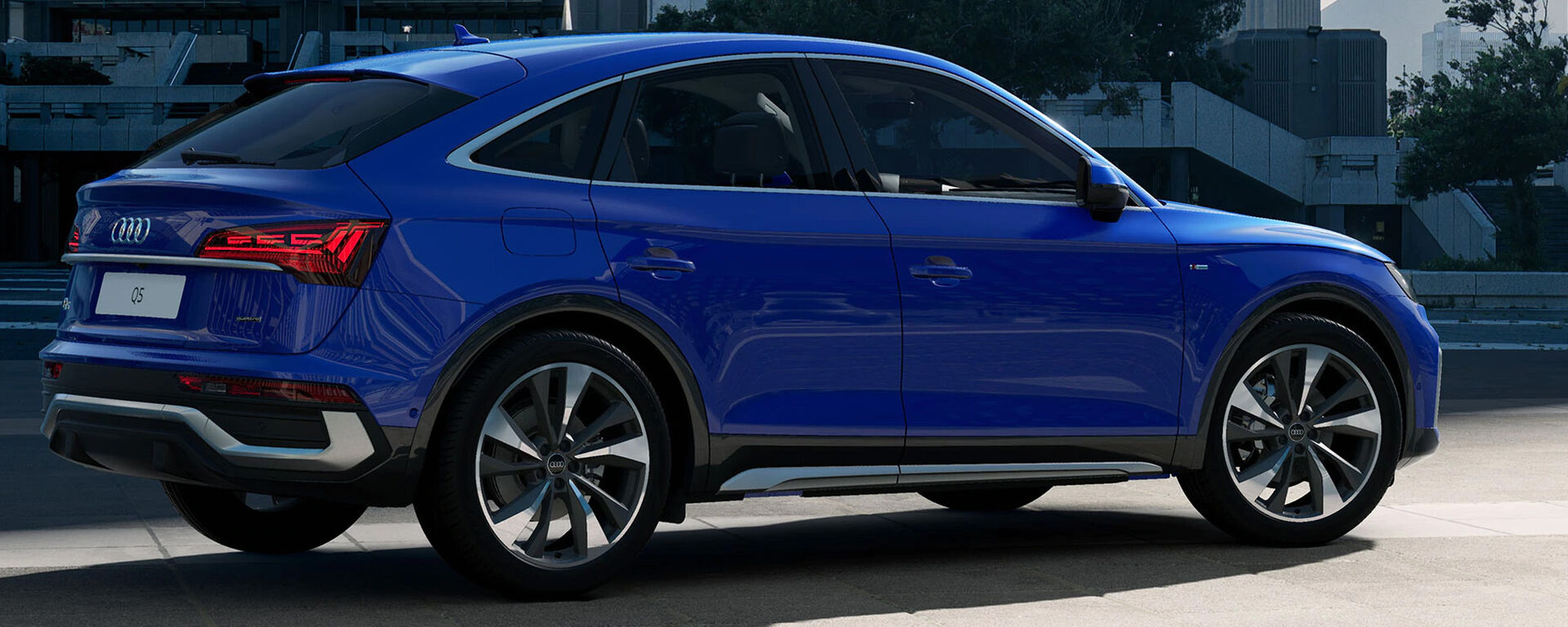 Audi Q5 Sportback 2021 in Ultrablau Metallic