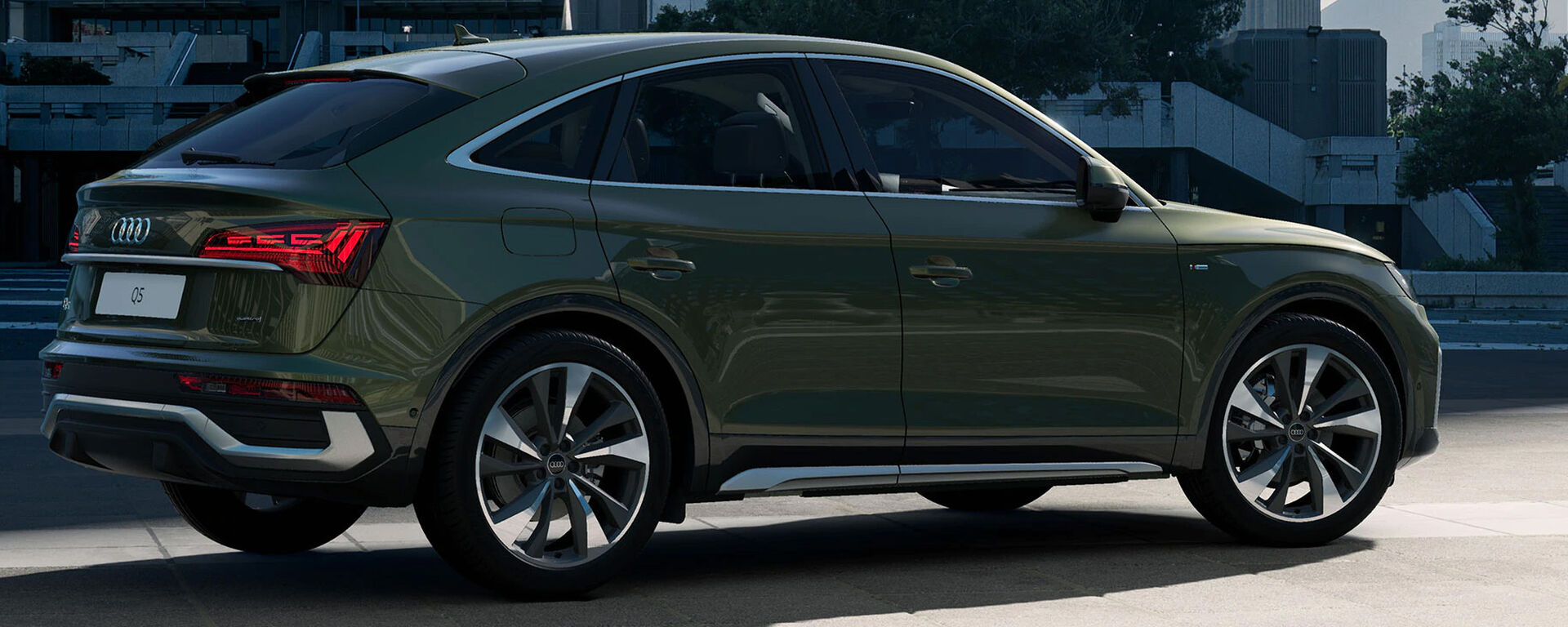 Audi Q5 Sportback 2021 in Distriktgrün Metallic